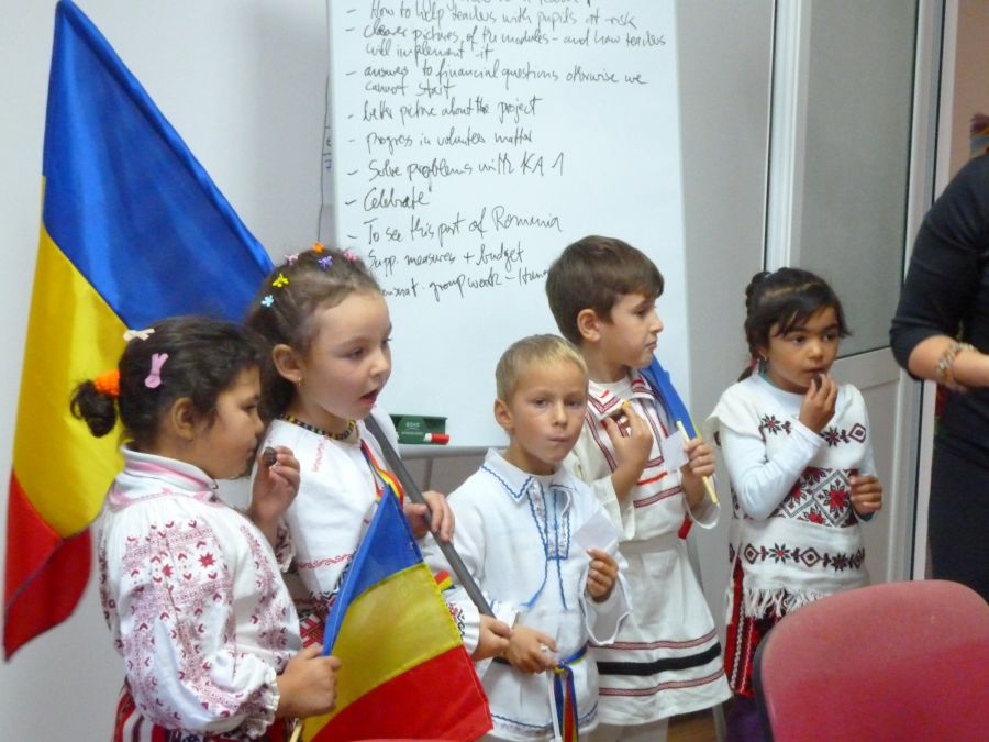 Kinder in Cozmesti School